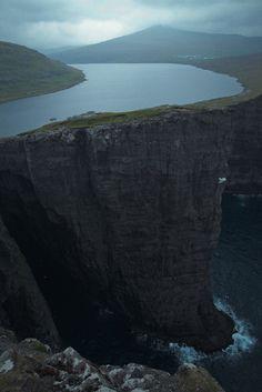 Zero State Reflex - Lake above an Ocean.   Lake Sørvágsvatn in Faroe...