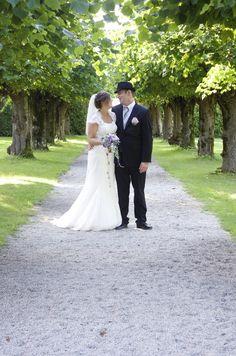 Wedding, weddingphoto, weddingphotograf, Wedding ceremony, Summer, Outdoor wedding, beautiful  Photographer: Eline Tjeldnes Feminist Writers, Norway Hotel, Wine Cellar, Beautiful Gardens, Wedding Ceremony, Hotels, Wedding Dresses, Classic, Summer