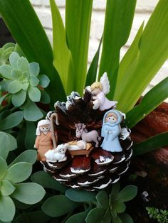 1 million+ Stunning Free Images to Use Anywhere Christmas Cup, Christmas Nativity Scene, Christmas Ornament Crafts, Christmas Wood, Christmas Crafts, Christmas Decorations, Nativity Crafts, Nativity Sets, Pine Cone Crafts