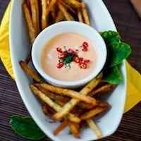 Creamy Chili Hot Sauce (Spicy Sriracha Mayo) on French Fries