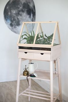 [ DIY ] Create an indoor greenhouse by diverting an IKEA piece of furniture - La Délicate Parenthèse Greenhouses For Sale, Wooden Greenhouses, Indoor Greenhouse, Small Greenhouse, Greenhouse Wedding, Greenhouse Ideas, Pallet Greenhouse, Dome Greenhouse, Portable Greenhouse