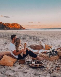 Felt the biggest joy when finding myself in bohemian wonderland, Byron Bay, with and surrounded by so many beautiful souls. Romantic Dates, Romantic Couples, Romantic Weddings, Romantic Evening, Propositions Mariage, Dream Dates, Cute Date Ideas, Beach Date, Romantic Picnics