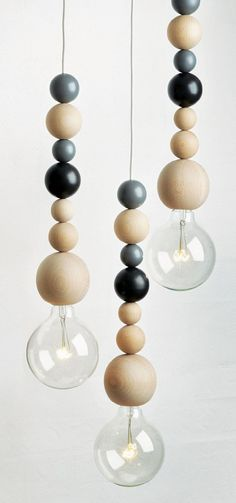 """Ball Lamp"" mit Holzkugeln"