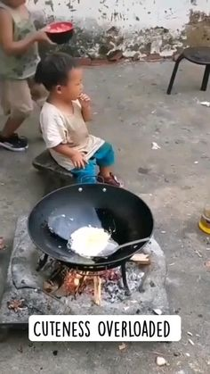 Cute Funny Baby Videos, Cute Funny Babies, Funny Videos For Kids, Funny Short Videos, Funny Cute, Cute Kids, Funny Baby Memes, Funny Video Memes, Funny Jokes
