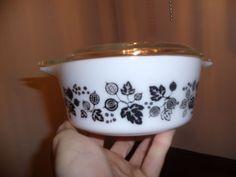 Vintage pyrex 472 black gooseberry casserole with lid * SUPER RARE *