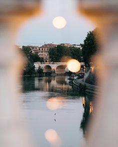 {Lights}  Quella lassù potrebbe sembrare anche la luna  pronta a confondersi tra le luci di Roma ma viaggio spesso di fantasia quando scatto  Ecco che effetto mi fa la fotografia mi fa viaggiare e sentire vivo  . . . . . . . . . . .