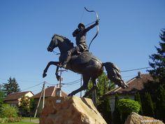 Honfoglalás-emlékmű - Vecsés (Böjte Horváth István, 2008) | Köztérkép Archery, Tibet, Homeland, Hungary, Travel, Arch, History, Bow Arrows, Viajes