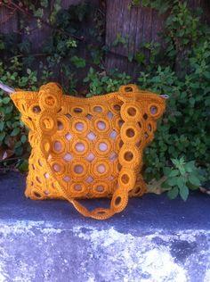 yellow crochet purse / white bag / tote / gift by LoreNovedades Crochet Shell Stitch, Bead Crochet, Knit Or Crochet, Crochet Crafts, Crochet Projects, Crochet Handbags, Crochet Purses, Crotchet Bags, Crochet Purse Patterns