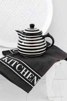Black & White Kitchen Accessories for my dream kitchen - #LGLimitlessDesign and #Contest @em_henderson @davidbromstad @hgtv