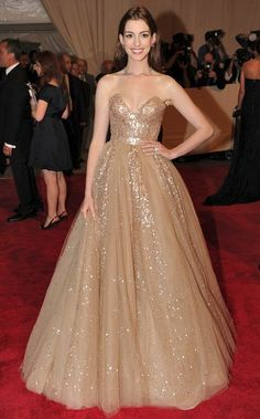 anne hathaway red carpet gown1 The most unflattering style of wedding dress.