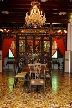 Pinang Peranakan Mansion: long table dining room