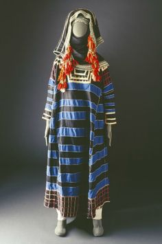 Traditional costume of the Thaqeef Tribe of Saudi Arabia - Explore the World with Travel Nerd Nici, one Country at a Time. http://TravelNerdNici.com