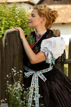 palóc föld - Hungary Hungarian Embroidery, Folk Dance, Traditional Outfits, Embroidery Patterns, Tulle, Flower Girl Dresses, Wedding Dresses, Skirts, Beautiful