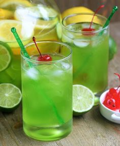 MIDORI SOUR is a fun and fruity cocktail made with just a few ingredients! It's been my go-to cocktail for years and it's just perfect for girls night, St. Patrick's Day and all special occasions! // Mom On Timeout Green Alcoholic Drinks, Green Cocktails, St Patrick's Day Cocktails, Party Drinks Alcohol, Fruity Cocktails, Drinks Alcohol Recipes, Yummy Drinks, Drink Recipes, Fireball Recipes