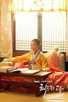 Moon Embracing the Sun (Hangul: 해를 품은 달;RR: Haereul Pum-eun Dal, also known as The Sun and the Moon) is a 2012 South Korean television drama series, starring Kim Soo-hyun, Han Ga-in,Jung Il-woo and Kim Min-seo. It aired on MBC. 민화공주 진지희