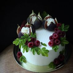 Classic fruit birthday cake - Page 30 of 38 . Classic fruit birthday cake - page 30 of 38 <-> <-> Dessert Cake Recipes, Just Desserts, Sweets Cake, Cake Cookies, Cupcake Cakes, Fruit Cupcakes, Fruit Birthday Cake, Birthday Cake Decorating, Drip Cakes