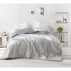 A Twin XL college comforter is a dorm room essential. Patterned with gray and white arrows, this soft Twin XL dorm room college bedspread finishes off your extra long twin dorm bedding. Dorm Room Comforters, King Size Comforters, Dorm Bedding, Gray Bedding, Modern Bedding, Gray Bedroom, Luxury Bedding Collections, Luxury Bedding Sets, College Comforter