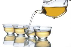 Probablemente no te suene muy conocido el té de feiyán, un té sin cafeína que se hace mediante la combinación de té verde, hojas de loto, semillas de cassia y esponja vegetal. Los usos medicinales del té de feiyán son muchos, siendo la más conocida su propiedad para adelgazar.El té de feiyánComo bien dijimos