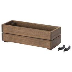 SOMMAR 2018 Blomlåda - IKEA  Enkelt att ställa ner tre krukor, nackdel att det blir jobbigare att vattna.