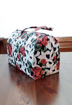 Borsa fiori rossi modello bauletto a mano. di FlaviacAccessories