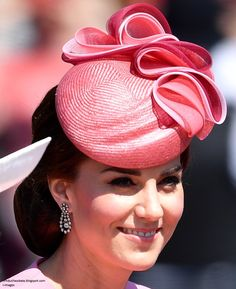 Kate debuted a pink hat by Jane Taylor for her appearance at Trooping the Colour on June 2017 in London. It was a sunny morning in London as the Royal family assembled for a magnificent display of pomp, pageantry and tradition for the Queen's bi. Princess Kate Middleton, Kate Middleton Style, Diana Fashion, Royal Fashion, Princess Mary, Princess Charlotte, Duchess Kate, Duke And Duchess, Trooping The Colour
