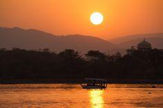 soleil gros coucher de soleil photo fleuve bateau