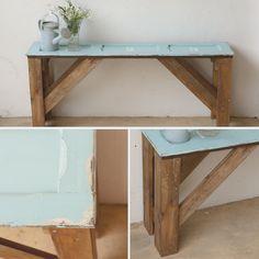Mesa de madera con ventana antigua                              … Vintage Market, Bric À Brac, Bar Interior Design, Center Table, Wood Table, Wall Design, Painted Furniture, Repurposed, Entryway Tables
