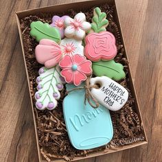Sugar cookie decorating, group and private classes, royal icing, sprinkles, paint your own and all my latest creations! Mother's Day Cookies, Fancy Cookies, Cut Out Cookies, Cute Cookies, Cupcake Cookies, Gourmet Cookies, Flower Sugar Cookies, Sugar Cookie Icing, Royal Icing Cookies