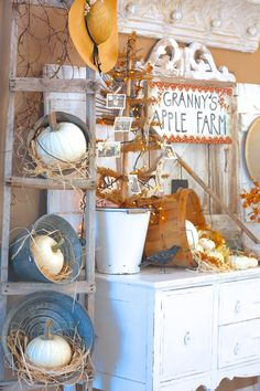 Here's seasonal home decor for every room in your house this fall. Autumn Decorating, Porch Decorating, Decorating Ideas, Decor Ideas, Craft Ideas, Fall Home Decor, Autumn Home, Autumn Display, Fall Displays