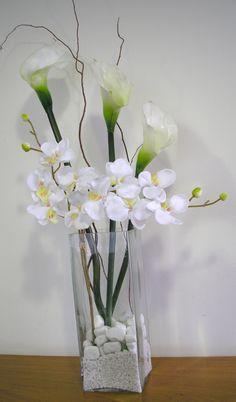 vaso de vidro com orquidea  e copo de leite                                                                                                                                                                                 Mais