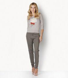 Pants - leggings    DESCRIPTION    Low-waisted, leggings-type elastic viscose pants with pockets and narrow belt.
