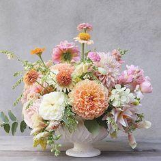 I love dishing up a little bowl of this in the summer. Crichton Honey and Castle Drive, I'm coming for you, and I'm pretty hungry. 📷:@josiepayne #dahlia#seasonalfloweralliance #growfloret#gardentovase#pink#roses #gardenroses#davidaustinroses #dsfloral#floweroftheday#floralart#utahwedding #freelanceflorist