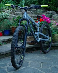 New bar and stem fitted, keeping it wide at for now, with rise and the stem. Downhill Bike, Mtb Bike, Cycling Bikes, Mountain Bike Brands, Mountain Biking, Moutain Bike, Bike Drawing, Trail Riding, Cool Bikes