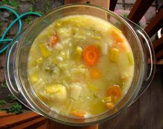 mostly foodstuffs: Porrusalda (Basque Potato Leek Soup) Basque Food, Cuban Cuisine, Garlic Soup, Chili Soup, Potato Leek Soup, Soup And Sandwich, Different Recipes, International Recipes, Soup And Salad