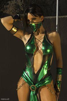 A Flawless Cosplay of Mortal Kombat's Jade