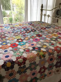 New to my collection is this mid century Australian hexagon coverlet. The coverlet is beautifully stitched with tiny neat stitches. Hexagon Patchwork, Patchwork Quilt Patterns, Hexagon Quilt, Batik Quilts, Hexagon Pattern, Quilting Patterns, Antique Quilts, Vintage Quilts, Rag Quilt