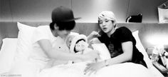 JR and Ren...I would volunteer to sleep in the middle!