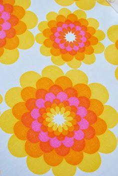 Fargefest: Hjemmepåske - yellow, orange and pink flowers