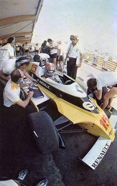 Jean-Pierre Jabouille (Renault-Elf RE23) Grand Prix d'Afrique du Sud - Kyalami -1980 - sport-auto mars 1980.