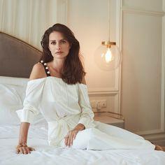Yasemin Özilhan Stili Cold Shoulder Dress, Girls Dresses, White Dress, Beautiful Women, Ruffle Blouse, Woman, Tops, Fashion, Dresses Of Girls