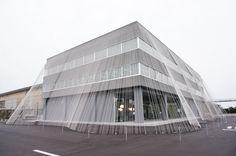 隈研吾が繊維×建築で世界初の試み 小松精練のファブリックラボラトリー「ファーボ」公開 | Fashionsnap.com