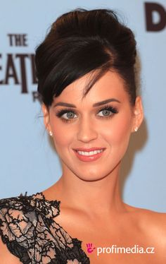 I love this simple natural look Katy Perry | Pretty makeup & up-do