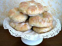La ricetta dei taralli, una ricetta tradizionale siciliana, biscotti morbidi ricoperti da una dolce glassa