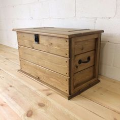 Handmade Pine Country Furniture for sale Shoe Storage Trunk, Linen Storage, Storage Chest, Farmhouse Toy Boxes, Rustic Farmhouse, Gift Crates, Diy Coat Rack, Blanket Box, Trunks And Chests