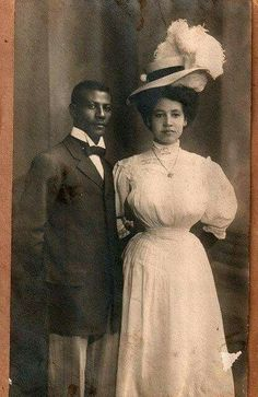 Turn-of-the-century wedding portrait of an unidentified African American couple. Looking great, beautiful couple. Images Vintage, Photo Vintage, Vintage Photographs, American Women, American Photo, American Clothing, Men's Clothing, Belle Epoque, Aesthetic Couple