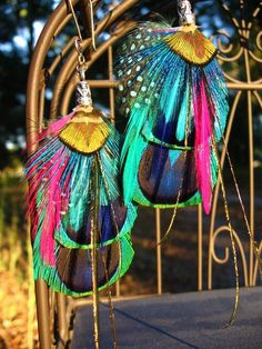 THESE ARE BEAUTIFUL PEACOCK FEATHER EARRINGS BUT NOT SOMETHING I WOULD SUIT :-)