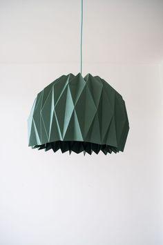 Legendary Doe het lekker zelf: the DIY lamp is the very best origami lamp ooit - Roomed Doe het lekker zelf: the DIY lamp is t. Origami Ball, Diy Origami, Origami Star Box, Useful Origami, Origami Design, Origami Stars, Origami Paper, Origami Ideas, Origami Folding