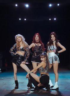 Divas, South Korean Girls, Korean Girl Groups, Blackpink Wallpaper, Blackpink Members, Black Pink Kpop, Blackpink Fashion, Gypsy Fashion, Blackpink Photos