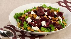 Roasted Beet and Arugula Salad with Walnut Dressing - Recipes - Best Recipes Ever - Classic and colourful, this is a striking salad both in looks and flavour. Beet Salad, Arugula Salad, Fun Foods To Make, Vegetarian Recipes, Healthy Recipes, Yummy Recipes, Savory Salads, Walnut Salad, Roasted Beets