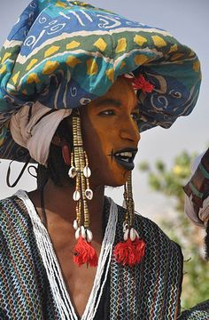 Africa | Wodaabe man participating in the Yaake dance, during the Gerewol Festival. Niger. | ©Anna Marconi